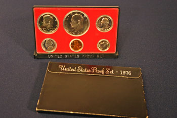 1976 Proof Set standing