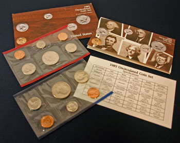 1985 Mint Set opened showing contents