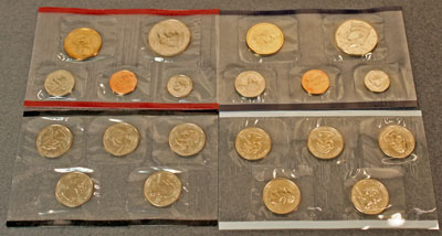 2000 Mint Set obverse view of uncirculated coins