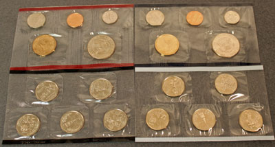 2000 Mint Set reverse view of uncirculated coins